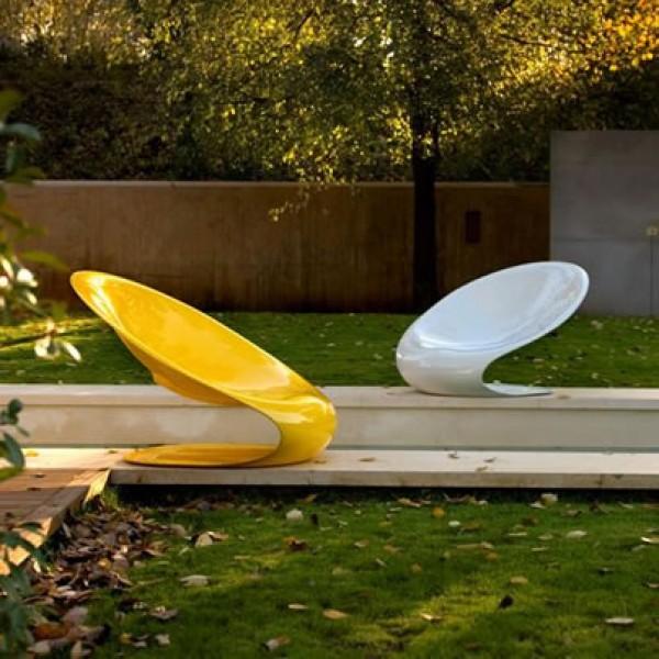 садовая яркая мебель
