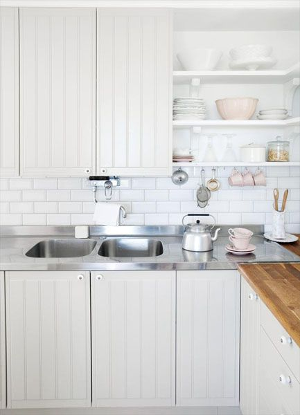 гарнитур на белой кухне