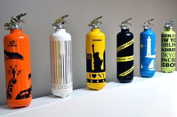 разноцветные огнетушители