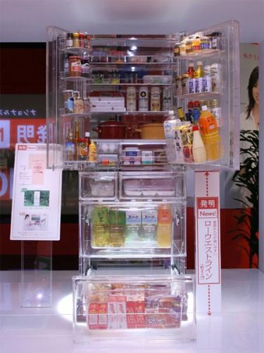 прозрачный большой холодильник