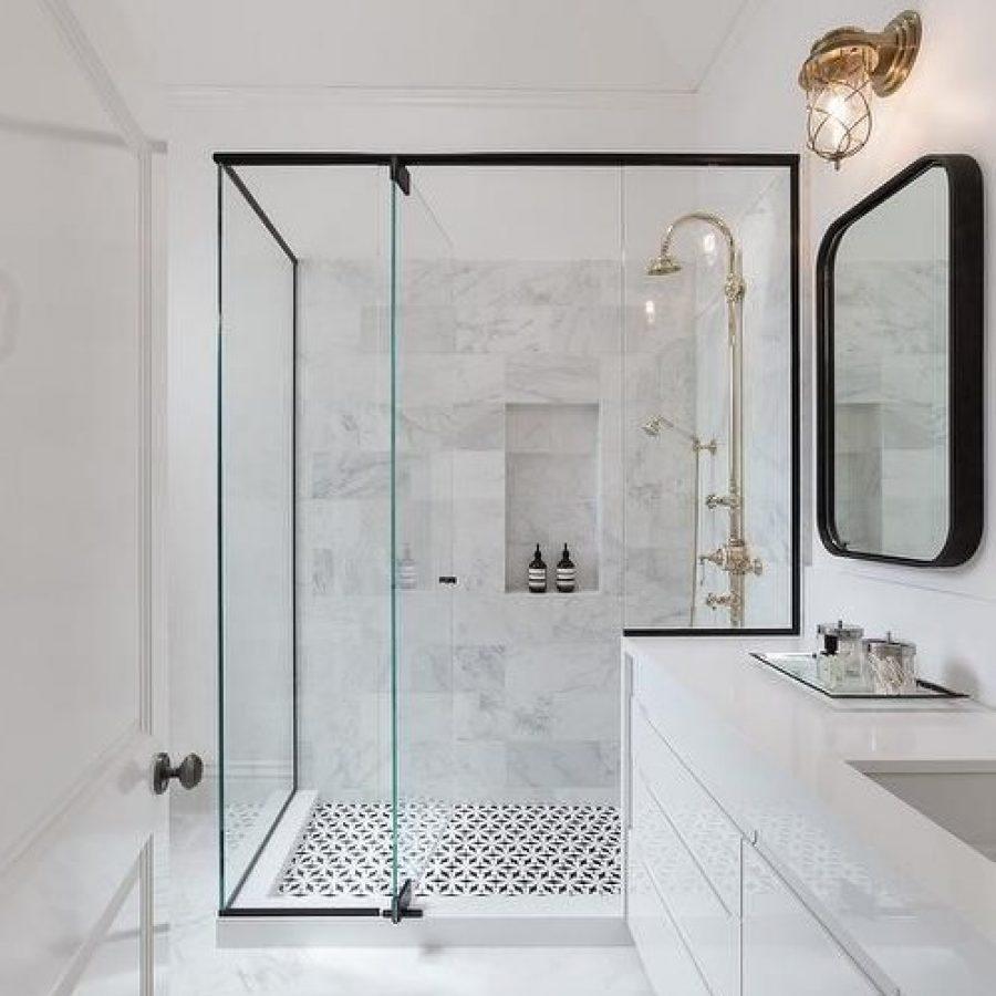 белая ванная под мрамор