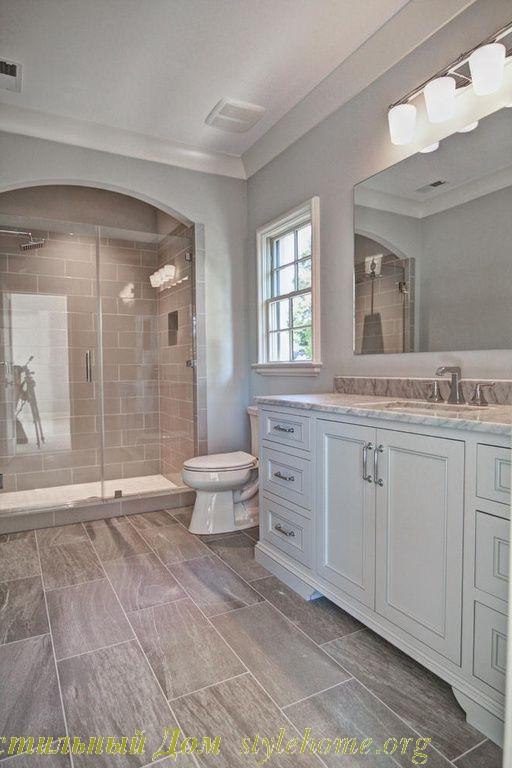 нейтральный серый и коричневый декор ванной