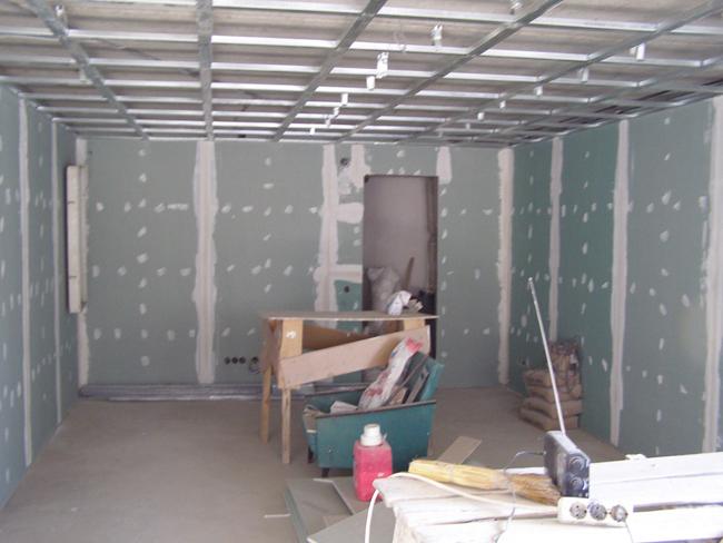 Работы по монтажу потолка из гипсокартона