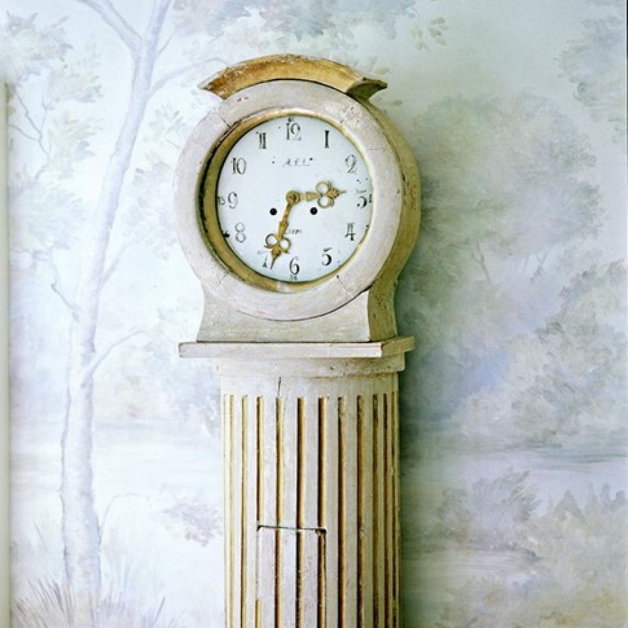 Старинные часы или часы под старину в интерьере