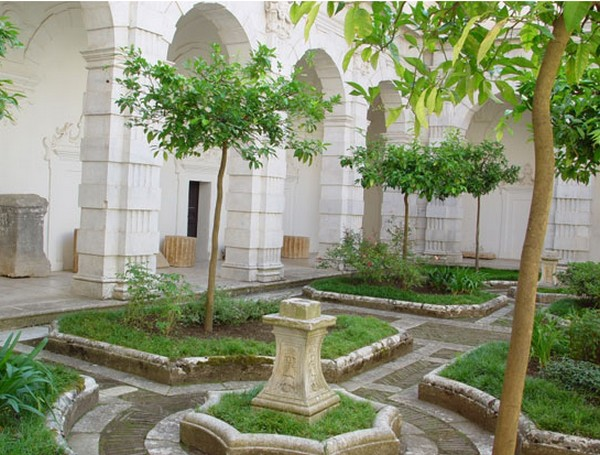 классический сад на дачном участке