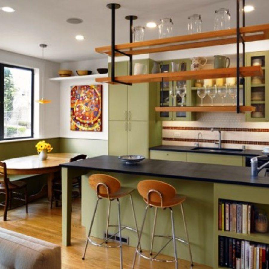 Кухня совмещенная с балконом.