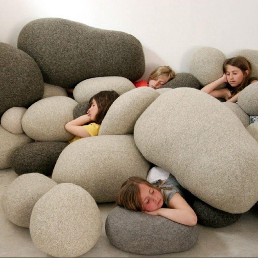 дизайнерские подушки и пуфики