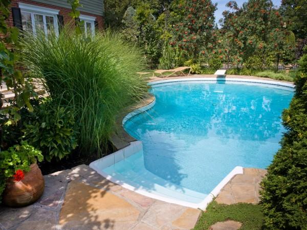 бассейн у дома