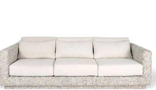 украшенный галькой диван