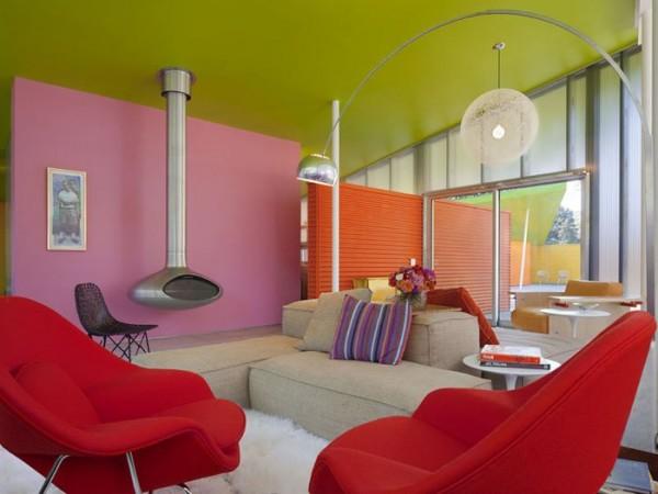 интерьер цветной гостиной