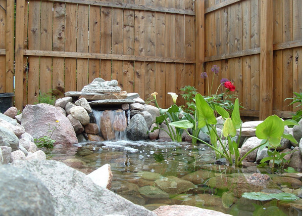 Как обустроить декоративный водоем