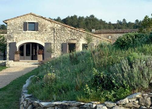дом и двор в стиле прованс