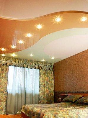 монтаж глянцевых потолков