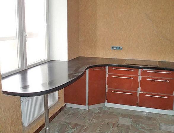 Оригинальное решение на кухне: подоконник-стол.