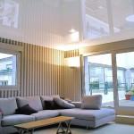 натяжной потолок с глянцем
