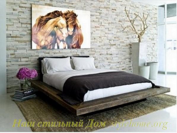 отделка стены в спальне при помощи камня